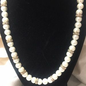 Jewelry - Pearl necklace w bracelet
